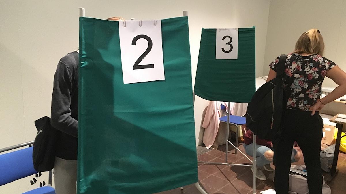 Val valet rösta röstning röst förtidsrösta vallokal bås
