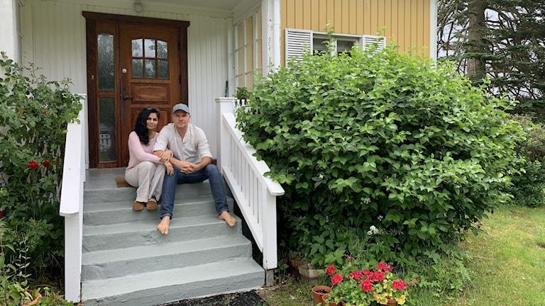 Reshma Mansuri Löw och Mattias Löw är tillbaka i Godegård sedan förra veckan.