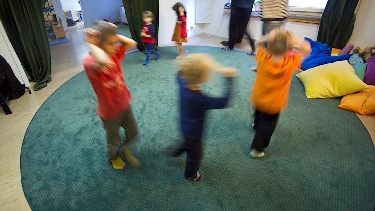 Dansstund på förskola.
