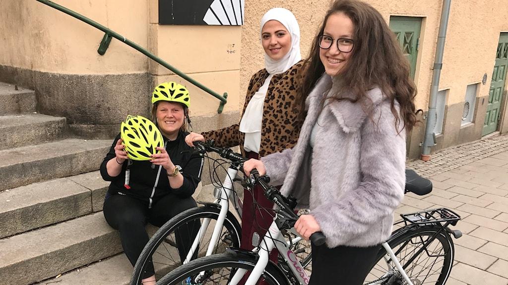 Matilda Hägglund, ungdomscoach på Hallen i Motala är en av initiativtagarna till projektet som sett till att Naghem Yasem och Masoma Khawaris cykelintresse blomstrar.