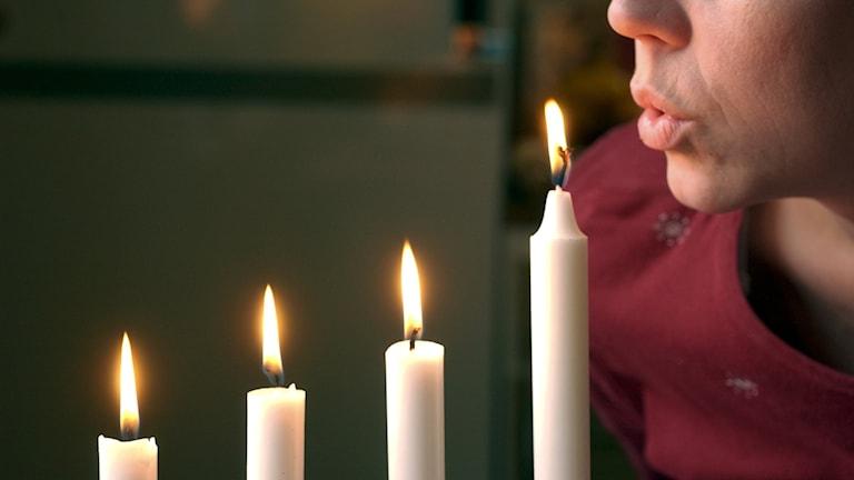 Brand, eld, ljus, advent, adventsljusstake, brandrisk, blås ut ljus, levande ljus
