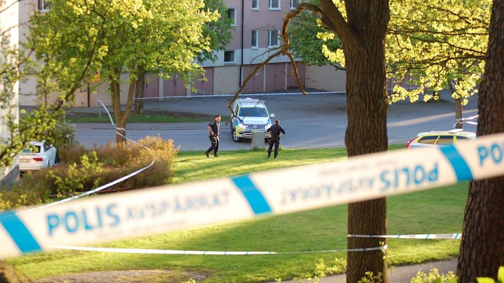 Polisen utreder mord efter att en man sköts till döds i Berga Linköping.