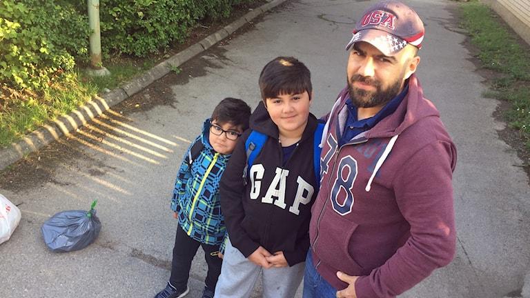 Haydar Yaber med sönerna Zein och Seif.