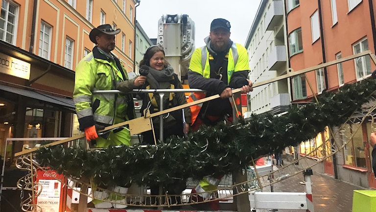 Johan Pegado, ansvarig montör för Vinterstad i ljus och Joakim Sandqvist, montör.