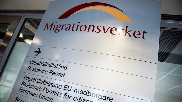 Demonstranter samlades utanför Migrationsverket.