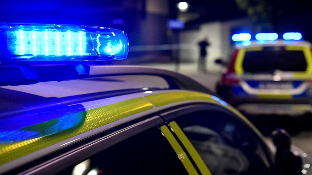 Närbild på blåljus på en polisbil.