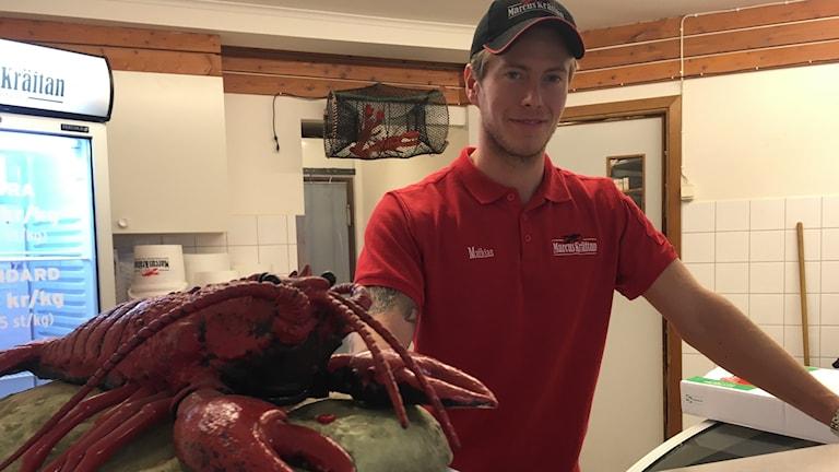 Senast idag förlorade Mathias Svensson ett 50-tal kilo kräftor på grund av tjyvfiskare.