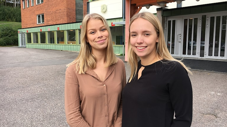 Linnea Rapp och Maja Nyman, UF-företagare som föreläser om prestationsångest för andra unga.