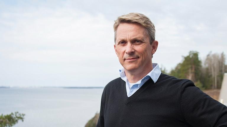 Bengt Olsson är presschef på trafikverket och anser inte att den osäkra arbetsmiljön vid vägarbeten beror på prispress.