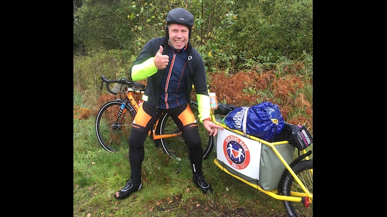 Cyklar 60 mil för Världens Barn