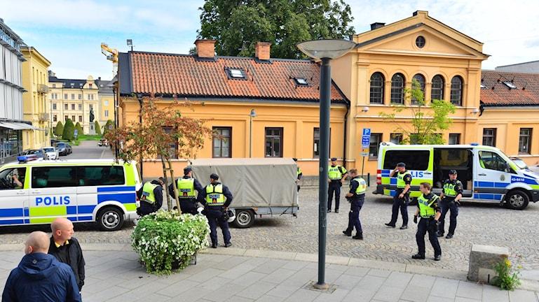 Poliser på plats i Norrköping.