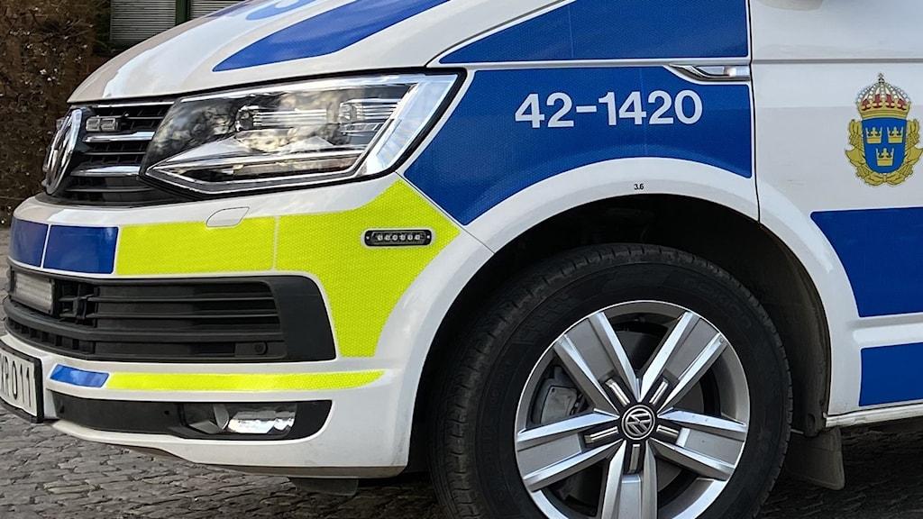 Framsidan av en polisbil.