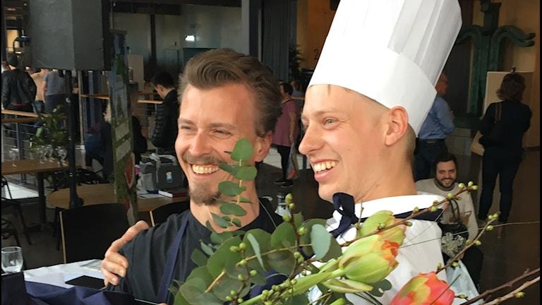 Jonas Alvin och domare Paul Svensson.