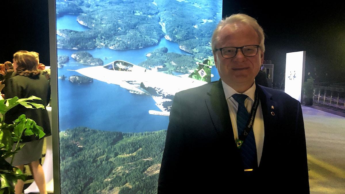 Peter Hultqvist, försvarsminister, på plats i Linköping.