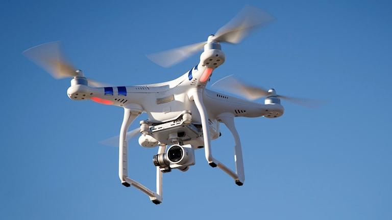 Första februari förenklas flygreglerna för drönare.