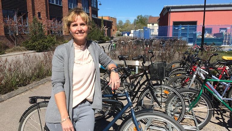 Linda Huljebrant på Sankt Kors jobbar med elcykelplanerna.