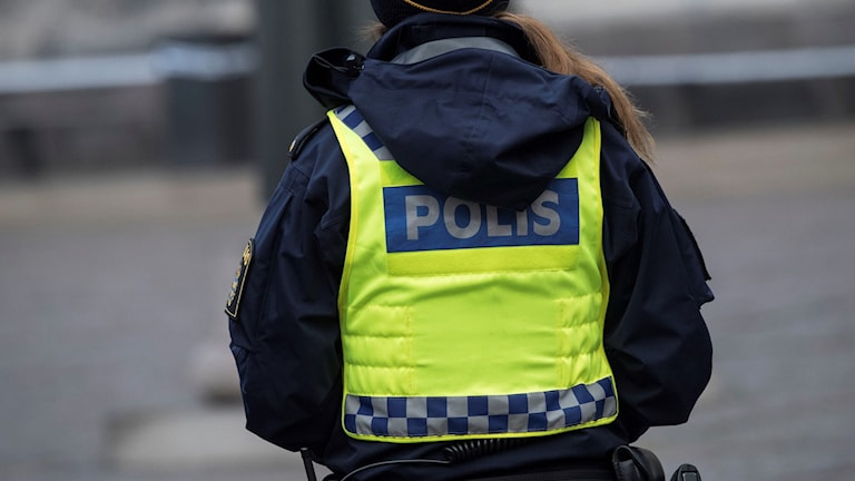 Kvinnlig polis med väst. Arkivbild: Johan Nilsson/TT