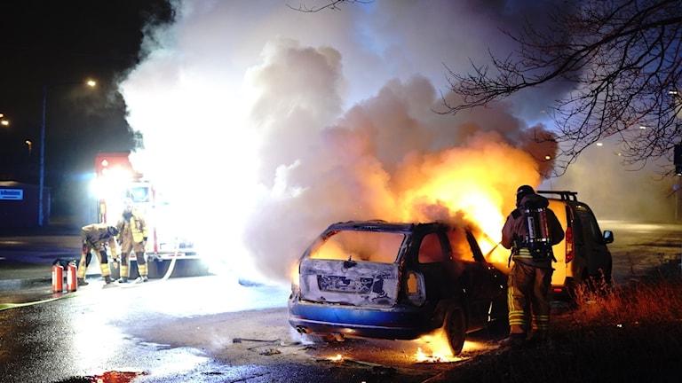 Bilbrand som polisen misstänker är anlagd, på Bangatan i Norrköping.
