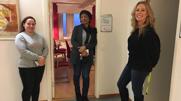 Nesrin Ibrahim, Regina Cole och kontorschef Pernilla Thott-Ljung