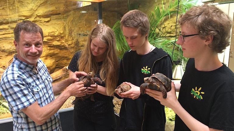 Jimmy Sandström och eleverna Julia, Robin och Emil.