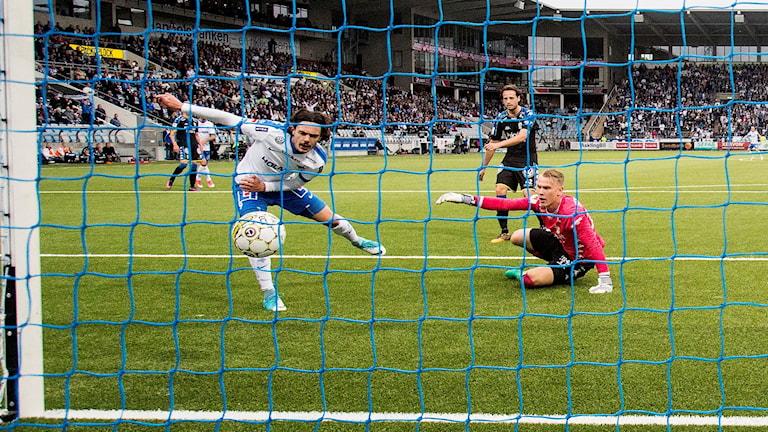 David Moberg Karlsson gör mål.