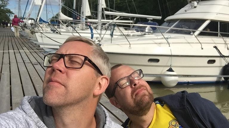 Andreas Tosting och Mathias Lindholm njuter av sommaren i Söderköping.