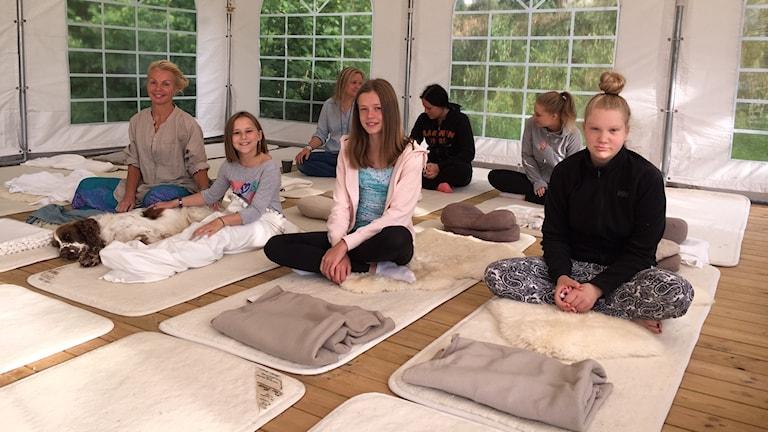 Nyvaket på Yogacampen på gården Vänneberga Övre i Söderköping.