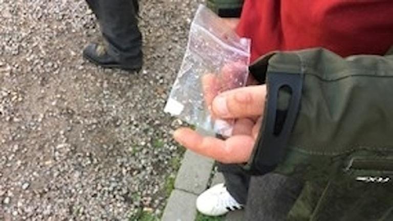 Fentanylrester i liten plastpåse. Plåster som använts som drog.