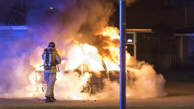 Bilbrand på Grundläggaregatan i Norrköping.