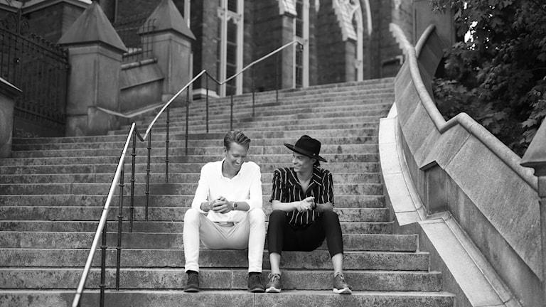 """I föreställningen """"Aldrig Ensam"""", som visas på Forumteatern i Linköping, berättar Kristofer och Charlie om sina erfarenheter."""