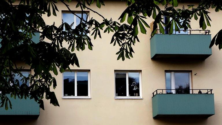 Husfasad på en hyresfastigheter i Stockholm. Foto: Hasse Holmberg/TT