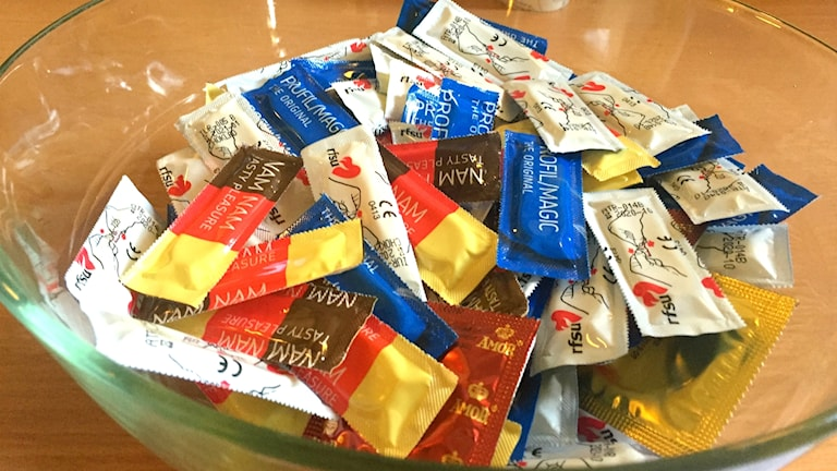 Kondomer i skål.