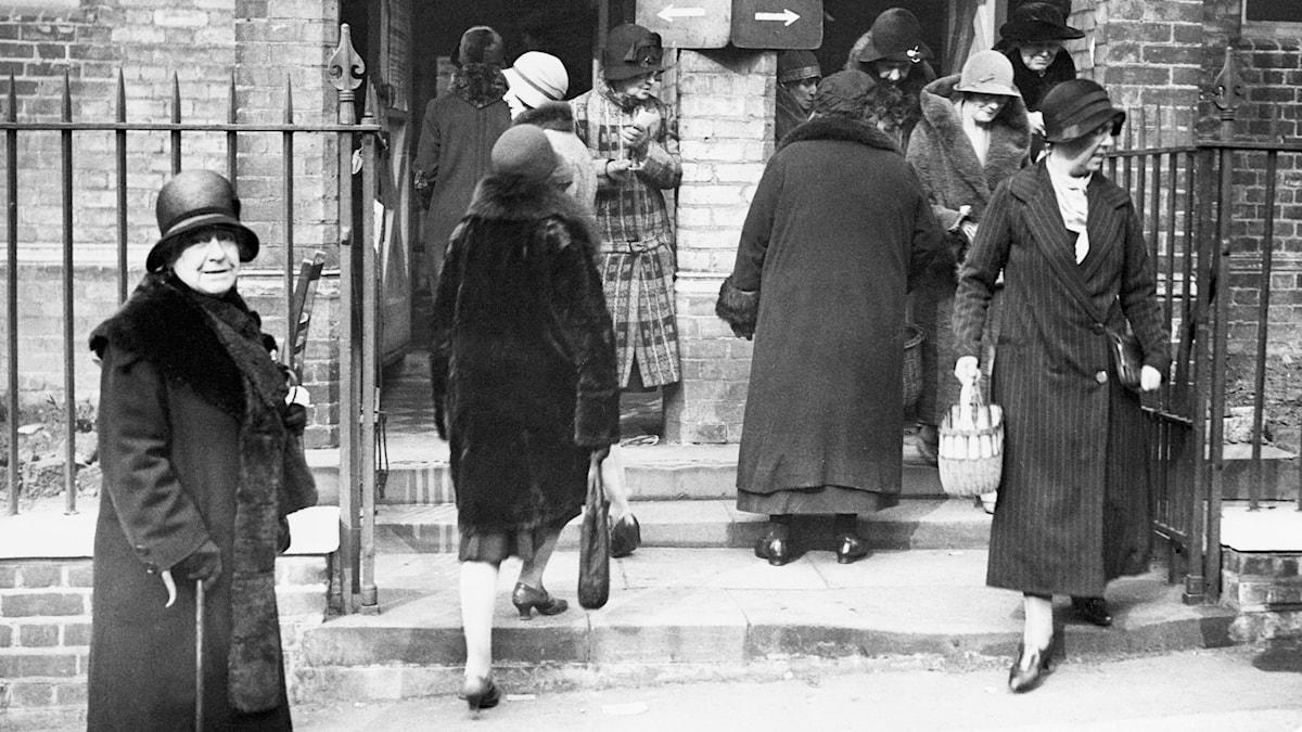 Kvinnor röstar i London1931. SVT Bild.
