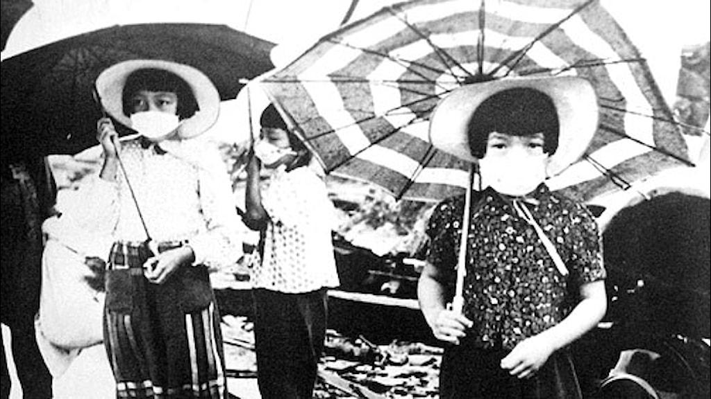Barn i Hiroshima i oktober 1945. Foto: SVT bild