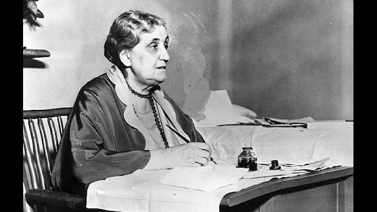 Jane Addams vid sitt skrivbord 1931.