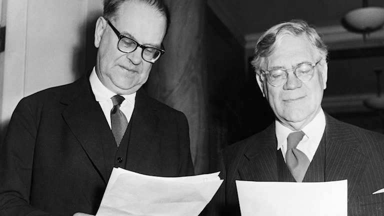 28/4 1958: Tage Erlander och Östen Undén tillkännager beslutet att utlysa nyval./SVT Bild