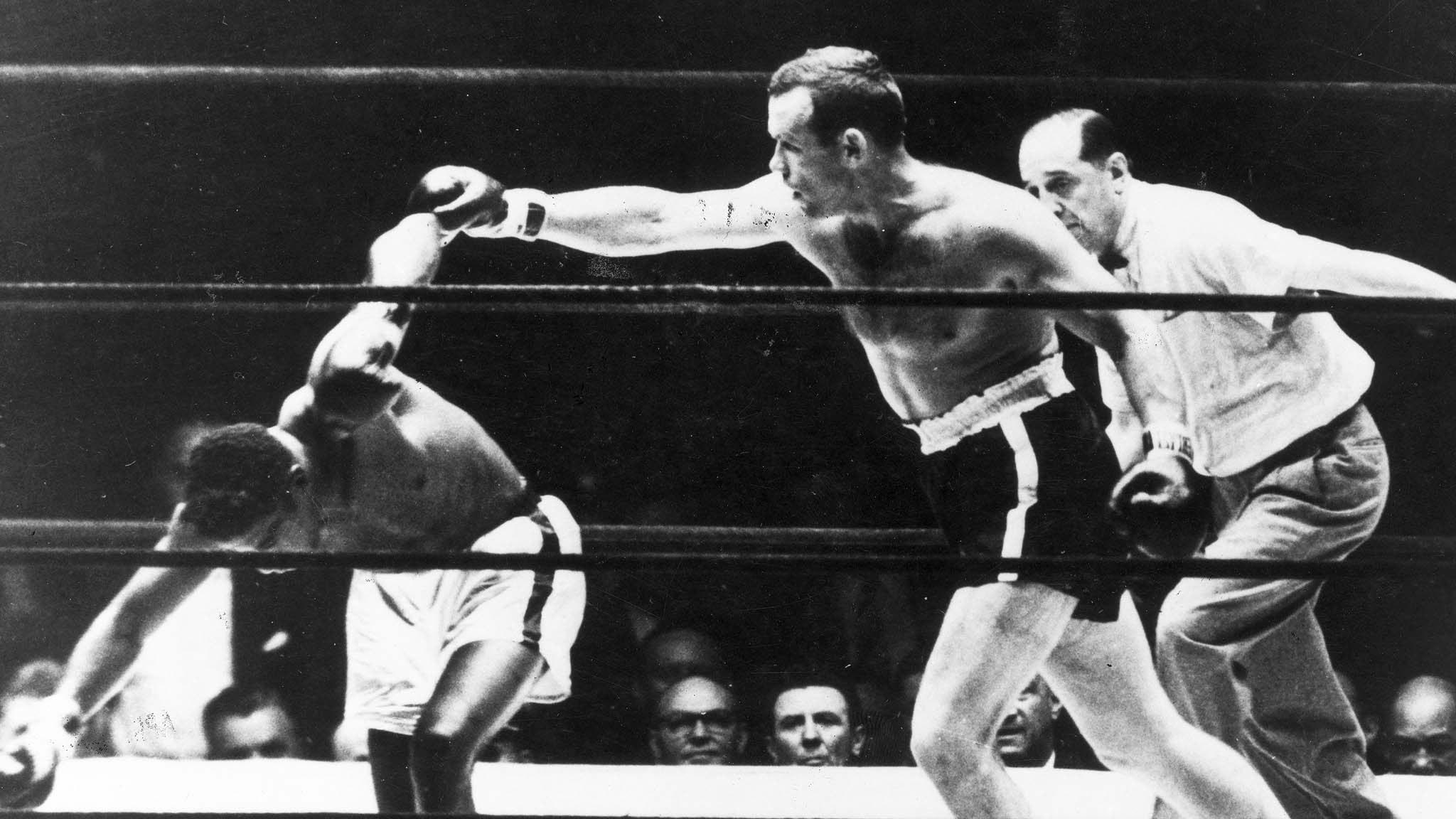 Ingemar Johansson blir världsmästare i tungviktsboxning 1959 i matchen mot Floyd Patterson.  Vann på knockout i tredje ronden. Foto: TT/UPI.