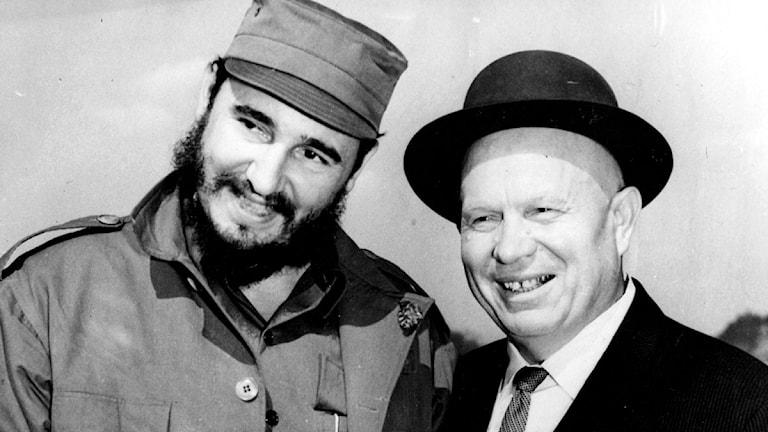 Fidel Castro och Nikita Chrustjov. Foto: SVT bild.