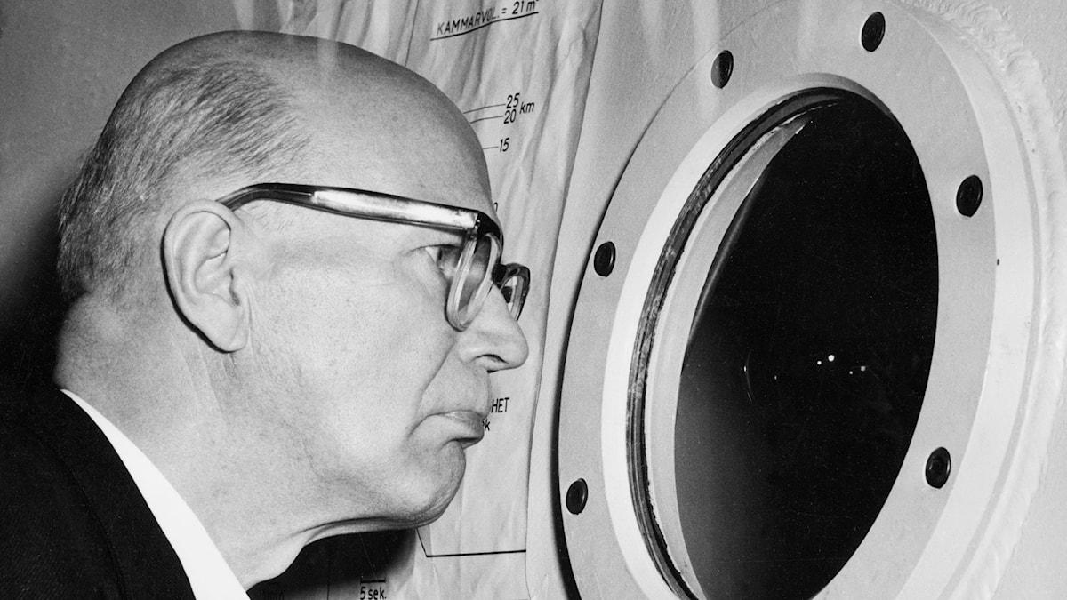 Urho Kekkonen besöker Karolinska Institutet 1956, SVT Bild