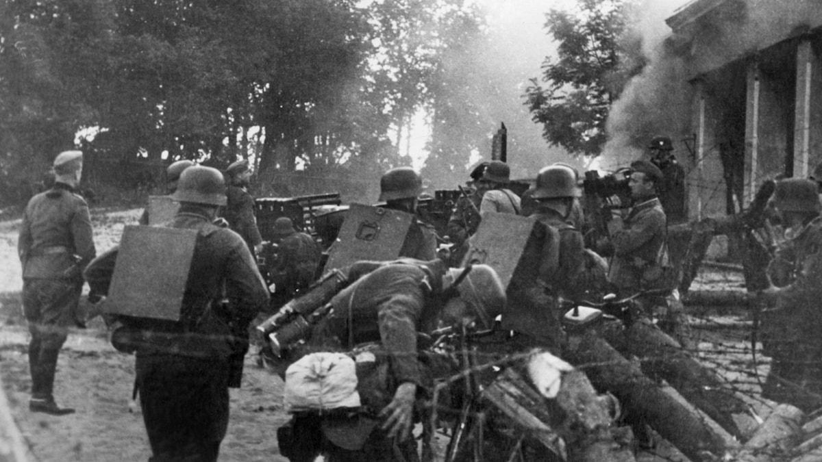 Tyska soldater går över gränsen till Sovjetunionen 22 juni 1941./SVT Bild