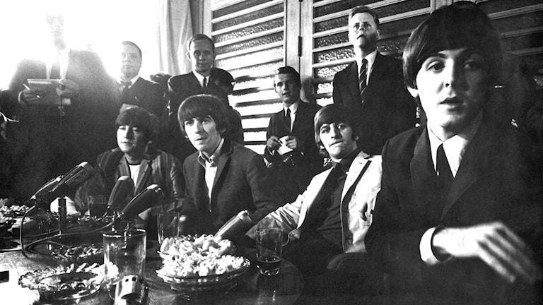 Sommaren 1964 besökte The Beatles Sverige för andra gången. Uppståndelsen kring bandet från Liverpool var enorm. Bild: svt