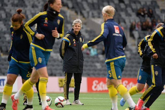 Pia Sundhage under träningspass med det svenska landslaget i april 2015. TT 8d3e8db5304f3