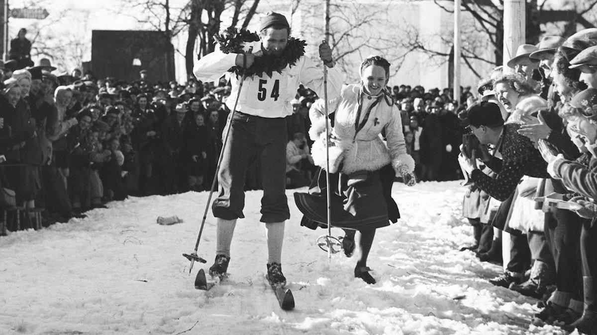 Mora-Nisse vinner vasaloppet 1950. SVT Bild.