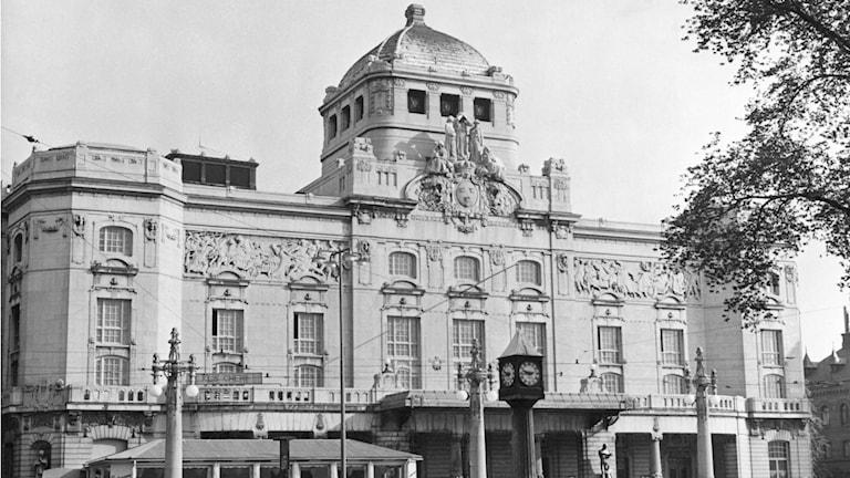 Nervös invigning av Dramatens nya lokaler 1908