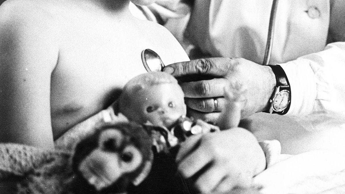 Sjukbesök. Foto: TT Nyhetsbyrån.