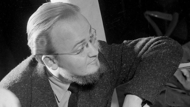 Radiofynd: Symmetri och svammel med Yngve Gamlin 1956