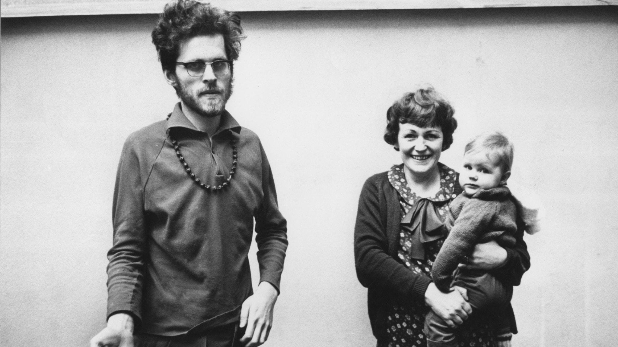 Jarl Hammarberg och Sonja Åkesson med dottern Gertie.