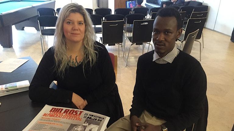 Angelica Andersson och Abbas Omar anordnar demokratifestival på Tjärna ängar.