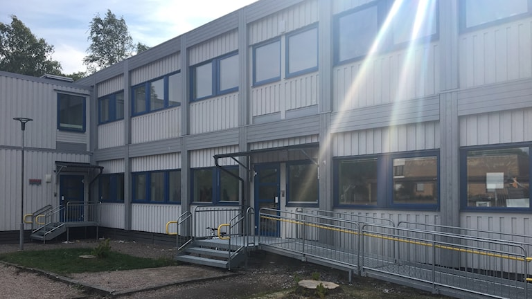 Skolbarack vid Åvestadalskolan i Krylbo där mellanstadiet har lektioner.