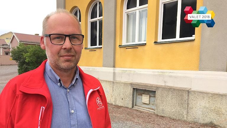 Patrik Engström, socialdemokratisk riksdagsledamot utanför Radiohuset i Falun.